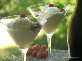 Мороженое с шампанским и грушами