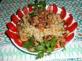 Рис с овощами и морским коктейлем