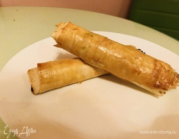Слоеные трубочки с сыром и шпинатом