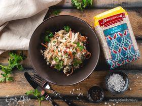 Салат с рисом и копченой курицей