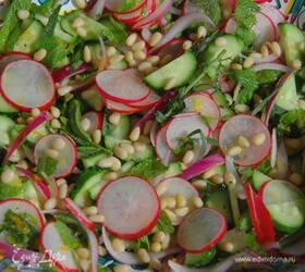 Салат из редиса с огурцами и кедровыми орехами