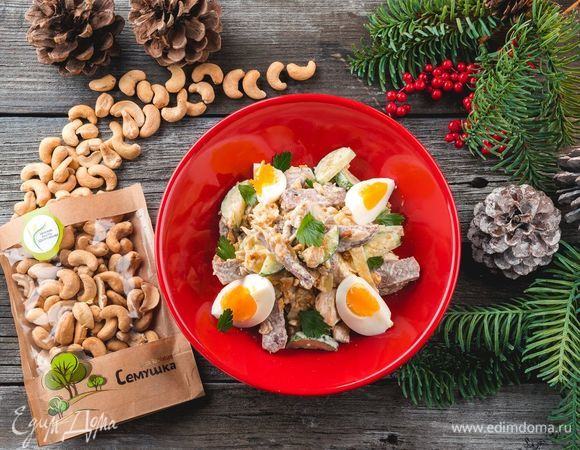 Теплый салат с языком, сыром и грибами