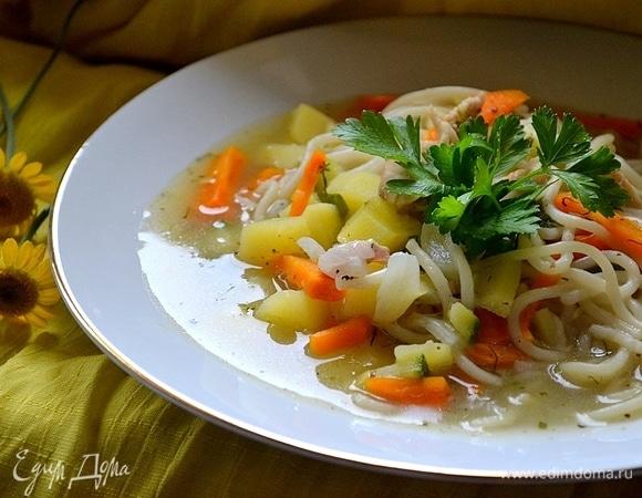 Густой куриный суп с овощами и спагетти