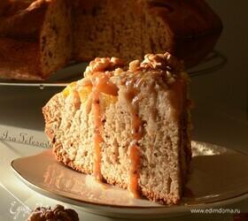 Ореховый пирог с карамелью и персиками