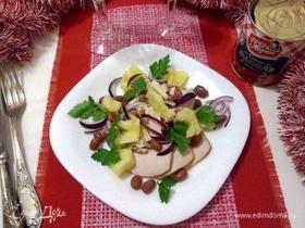 Салат с курицей, фасолью и ананасом