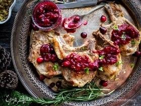 Фаршированные свиные отбивные с ягодным соусом