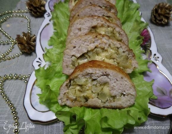 Мясной рулет с сыром, ананасом и чесноком