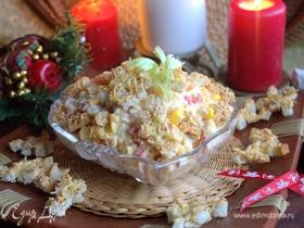 Рыбный салат с кукурузой и сырными гренками