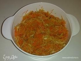 Простой салат с зеленой редькой и морковью
