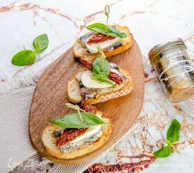 Брускетты с сардинами, вялеными томатами и базиликом