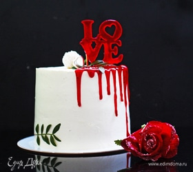 Клубничный торт-валентинка с ягодным конфи
