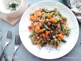 Салат со стручковой фасолью и сухариками