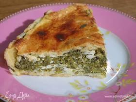Пирог с капустой кале, творогом и руколой