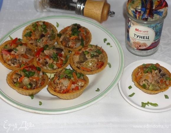 Горячая закуска из овощей с тунцом