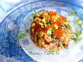 Тартар с форелью, икрой и овощами