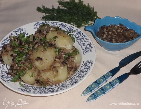 Картофель под грибным соусом