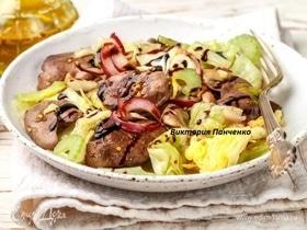 Теплый салат из куриной печени с вешенками