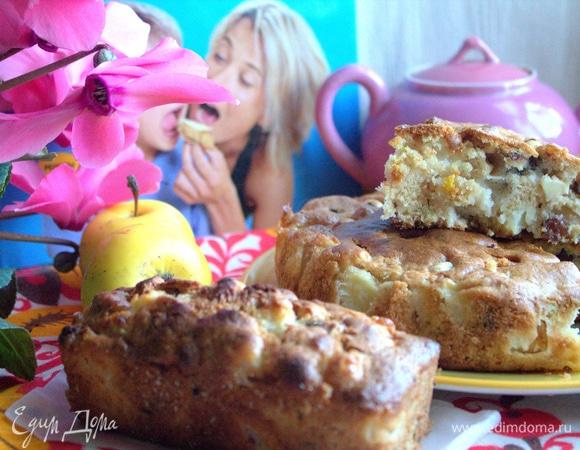 Яблочный пирог с изюмом и фундуком