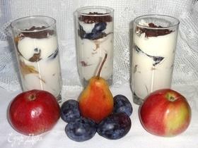Творожно-сметанный десерт с фруктами