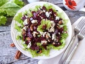 Салат из молодой свеклы с голубым сыром и пеканом
