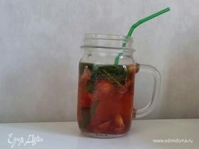 Чай с клубникой и мятой