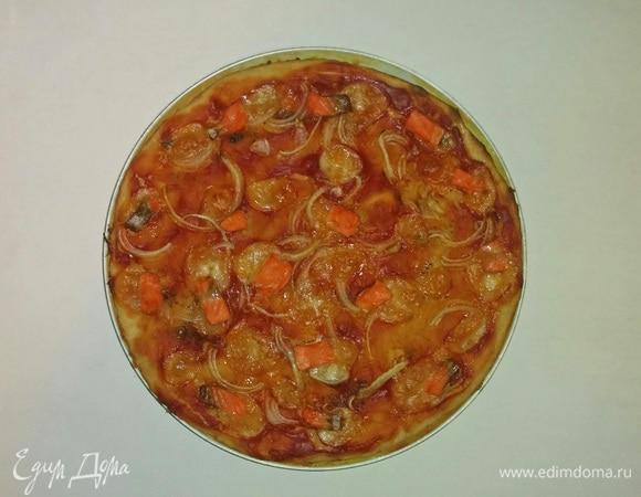 Пицца с форелью и моцареллой