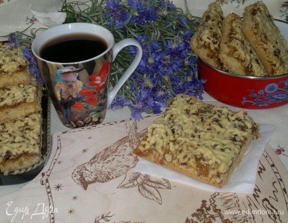 Пирог с джемом и орехами