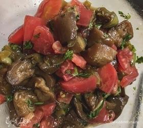 Сочный салат с баклажанами и болгарским перцем