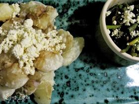 Молодой картофель со спаржей и чесноком