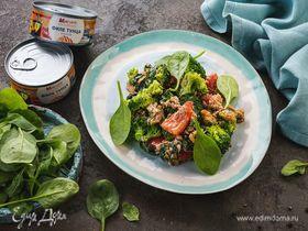 Теплый салат с тунцом и соусом песто