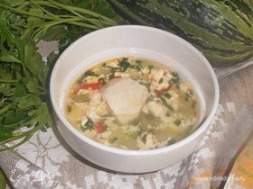 Куриный суп с яйцами и кабачками