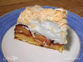 Люсин пирог со сливами и меренгой