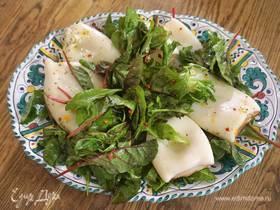Салат с запеченными кальмарами