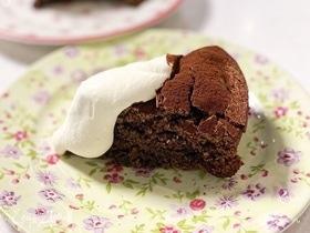 Пирог с шоколадом и финиками