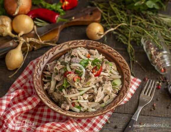 Мясной салат из свиной рульки