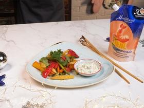 Бейби-овощи вок с пряным чесночным соусом