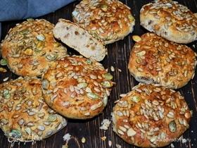 Ржаные булочки с семечками