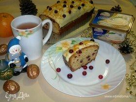 Кекс с клюквой и апельсином под сырным кремом
