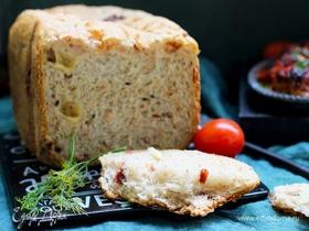 Хлеб с копченостями, сыром, оливками и чесноком