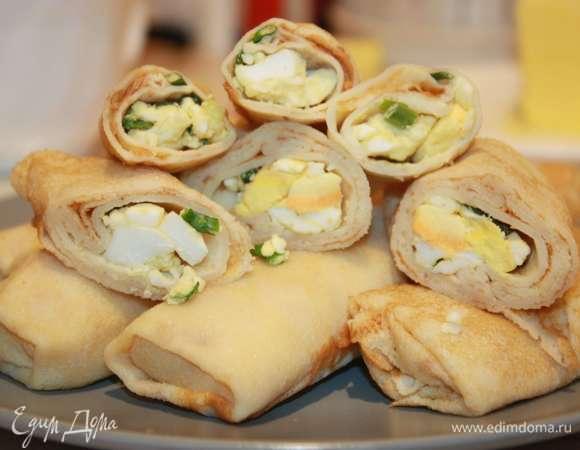 Блинчики, фаршированные луком и яйцом