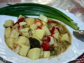 Картошка, тушенная с маринованными огурцами