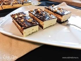 Шоколадно-ванильные пирожные с арахисом