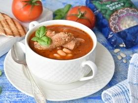 Томатный суп с белой фасолью и тунцом