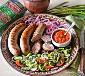 Мясные колбаски с гречкой для гриля