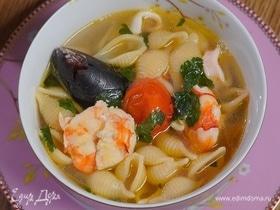 Итальянский суп с мидиями, креветками и кальмарами