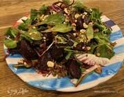 Салат из чечевицы с молодой свеклой, радиккио и фундуком