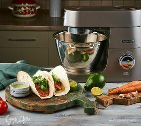 Домашняя тортилья с курицей и гуакамоле