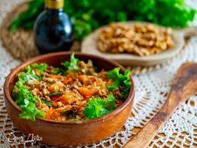 Салат с морковью и яблоками с заправкой из орехов