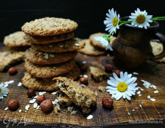 Овсяное печенье с фундуком и шоколадом