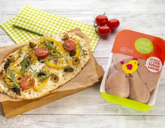 Пицца на основе из курицы с томатами и сыром